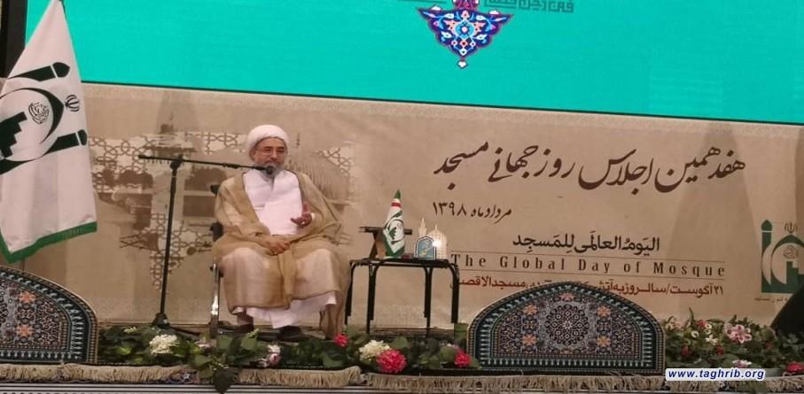 آية الله محسن الاراكي: المساجد تتحمل مسؤولية كبيرة في ربط المسلمين بالامام المفترض الطاعة + صور