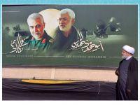 ادای احترام دبیرکل مجمع تقریب به یادمان شهیدان سلیمانی و المهندس در فرودگاه بغداد